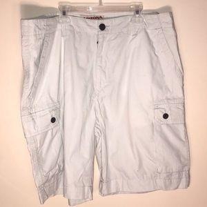 Arizona Jean Company men's white cargo shorts 36W